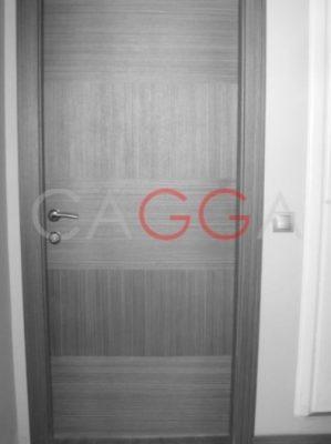 ahşap kaplamalı oda kapısı