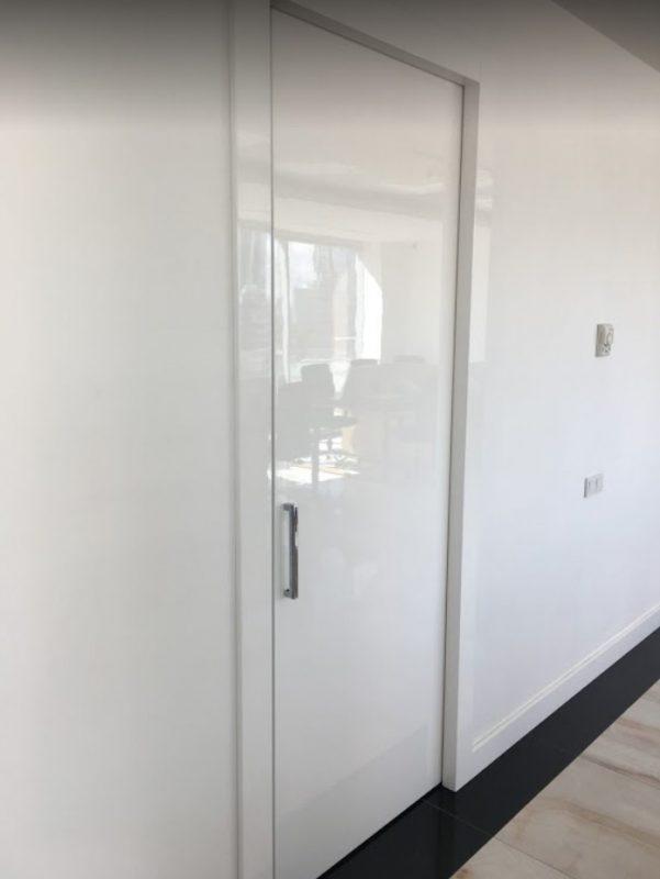 Duvar içi gizli kapı